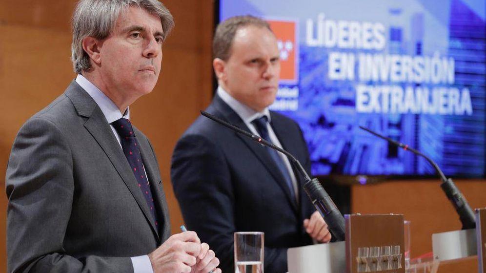 Foto: El presidente regional Ángel Garrido y el economista Daniel Lacalle