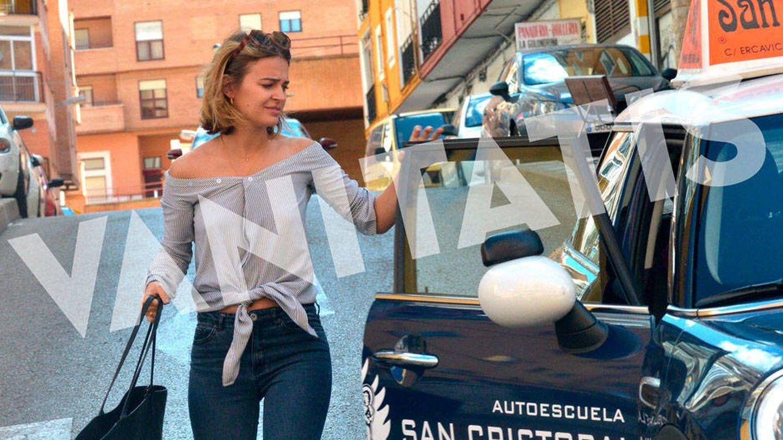 Vea todas las imágenes de Laura Escanes sacándose el carnet de conducir en Cuenca.