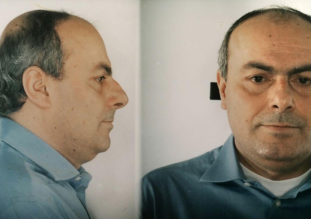 Foto: Paolo Di Lauro, jefe de uno de los principales clanes de la Camorra, tras ser arrestado en Nápoles. (Reuters)