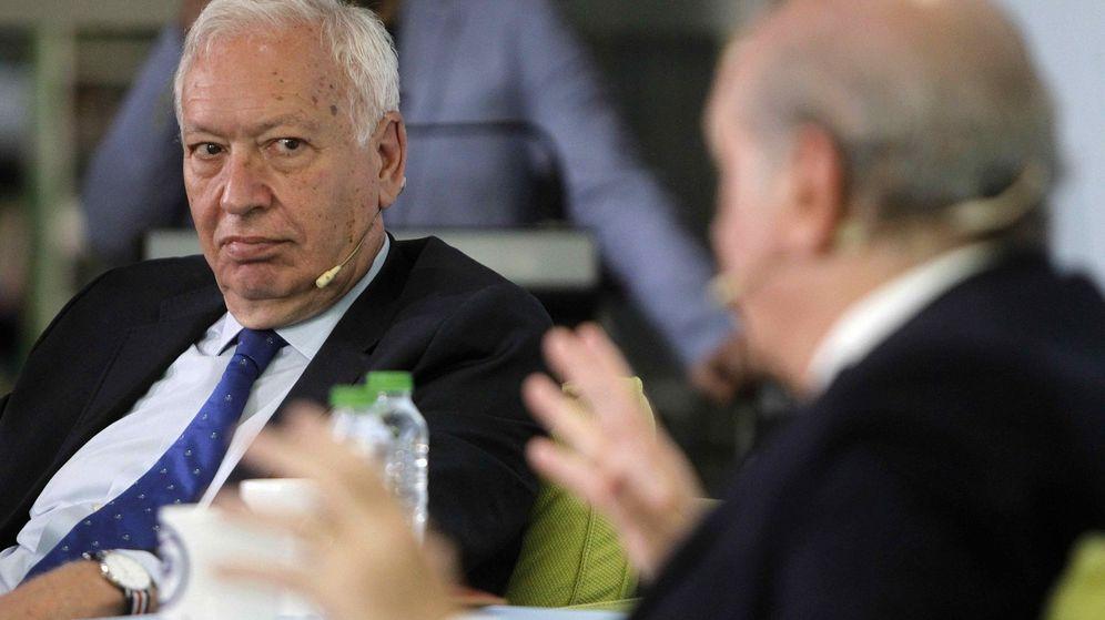 Foto: El ministro de Interior en funciones, Jorge Fernández Díaz (d), junto al ministro de Exteriores en funciones, José Manuel García-Margallo. (EFE)