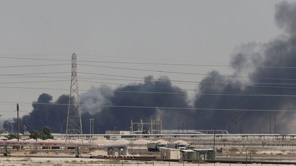 Foto: Incendio en las instalaciones de Aramco después del ataque sufrido el pasado 14 de septiembre. (Reuters)