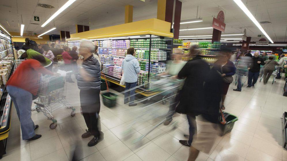 Foto: Imagen de archivo de un supermercado en España (EFE)