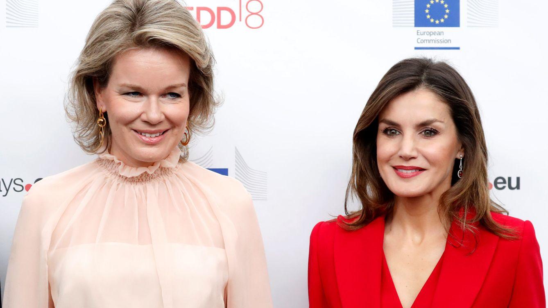 El antiduelo de la reina Letizia y Matilde de Bélgica: todo sobre sus looks antagónicos
