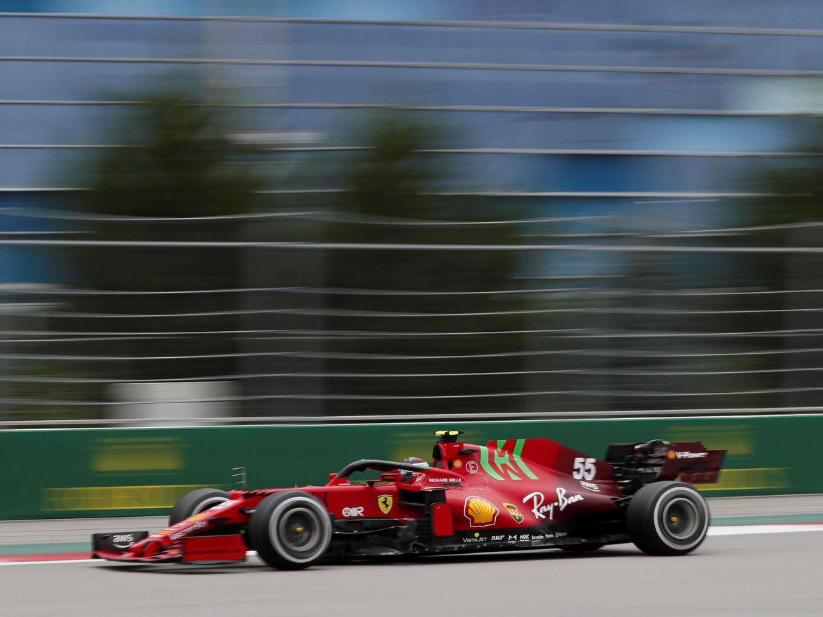 Foto: Carlos Sainz rueda en Sochi, donde consiguió un nuevo podio en su carrera. (Efe)