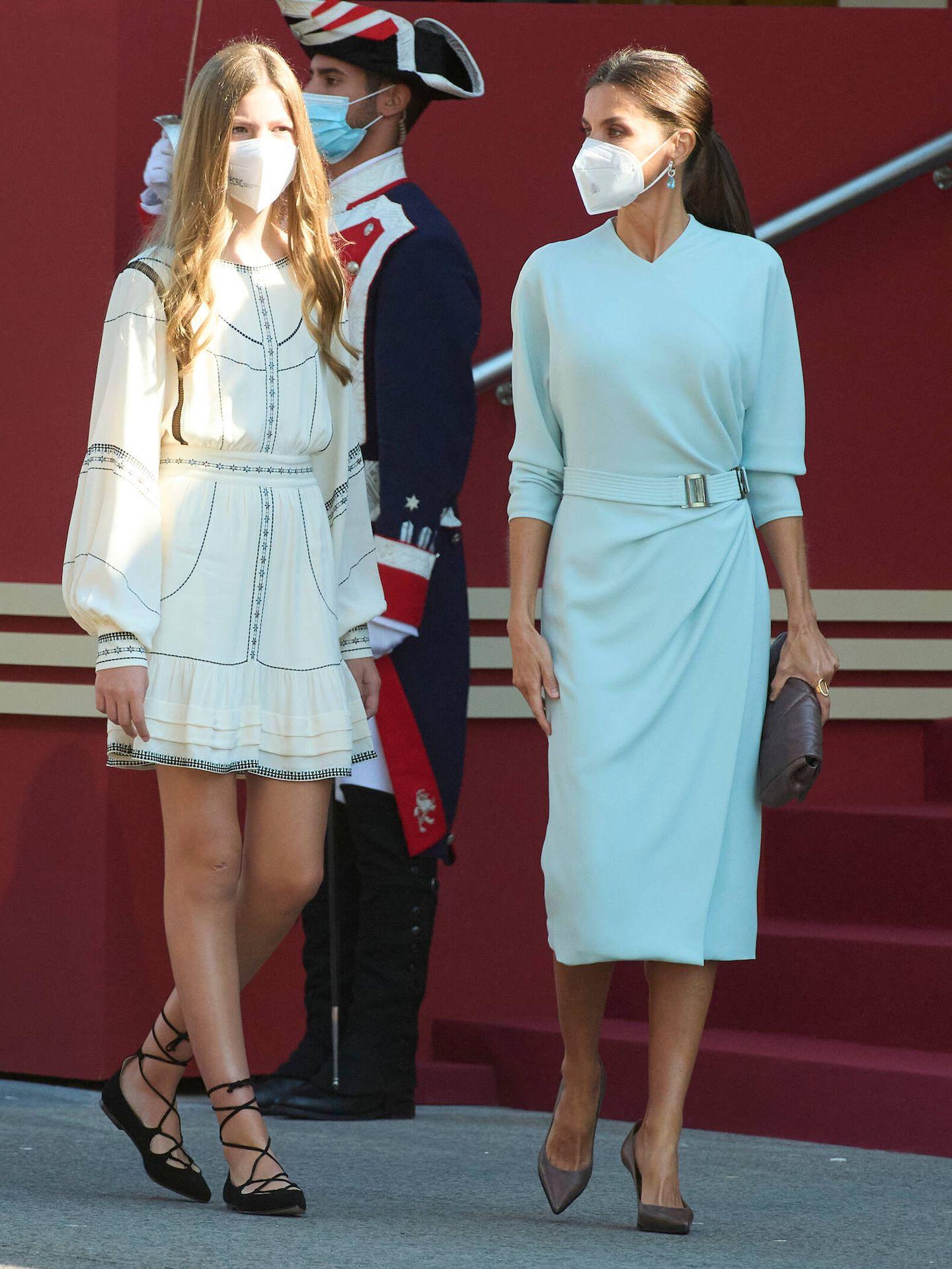 La infanta Sofía y la reina Letizia. (Limited Pictures)