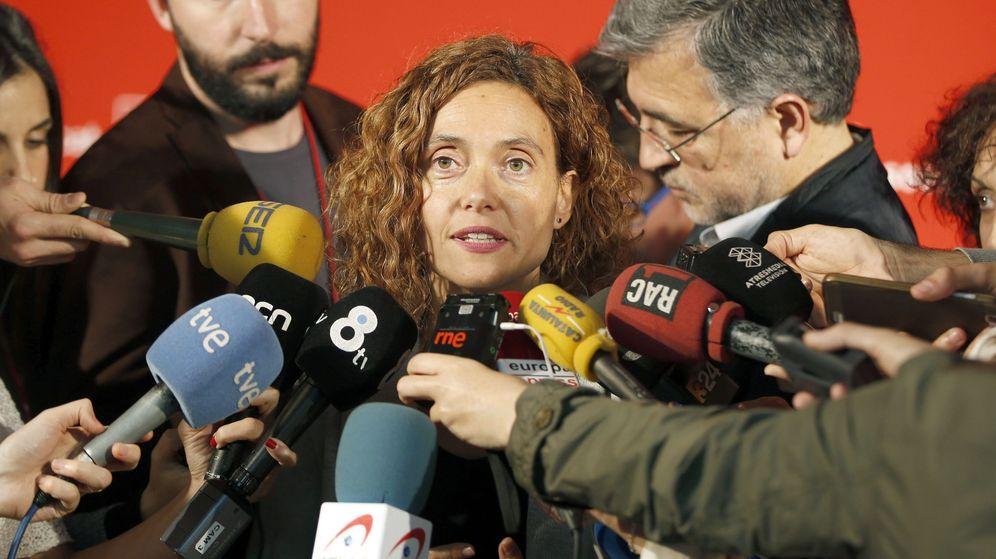 Foto: Meritxell Batet atiende a los medios tras la reunión de la ejecutiva del PSC de este viernes 29 de abril, en Barcelona. (EFE)