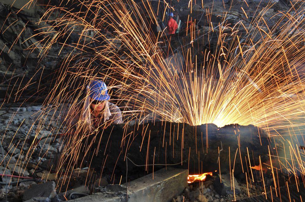 Foto: Un trabajador corta acero en una fábrica del Grupo Dongbei Special Steel, en Dalian, provincia de Liaoning, China. (Reuters)