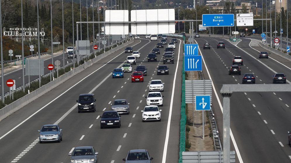Foto: El ayuntamiento se propone reducir la utilización masiva del automóvil en Madrid para reducir los niveles de contaminación y humanizar la ciudad. (EFE)