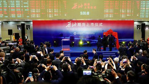 Nuevo paso de China para disputar al dólar su hegemonía: lanza sus futuros de crudo