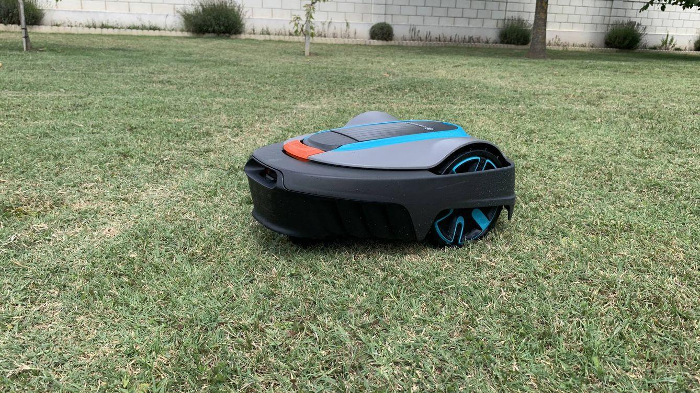 15 días con un robot cortacésped: esto es lo más parecido a usar una Roomba en tu jardín