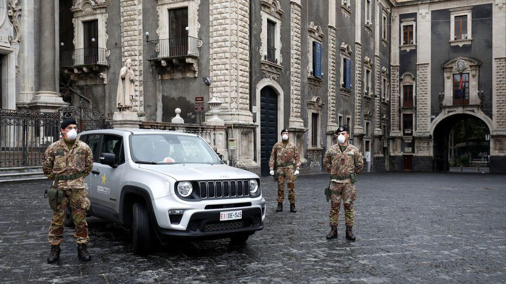 Foto: Un control militar en Catania, Italia. (Reuters)