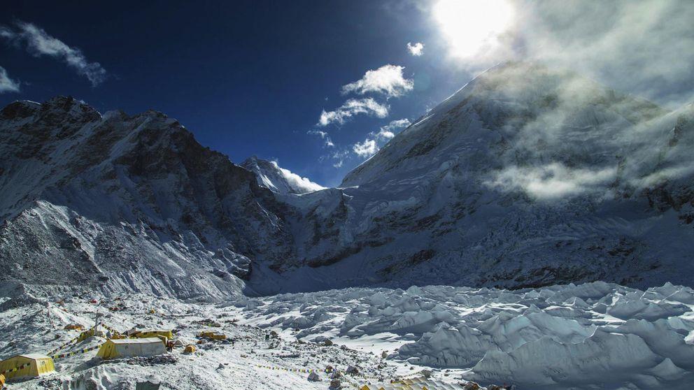 Crónica del terremoto en el Everest: Nunca fue tan fácil bailar como Elvis