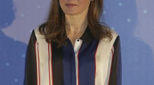 Doña Letizia arranca una semana de lo más movidita con un look diferente