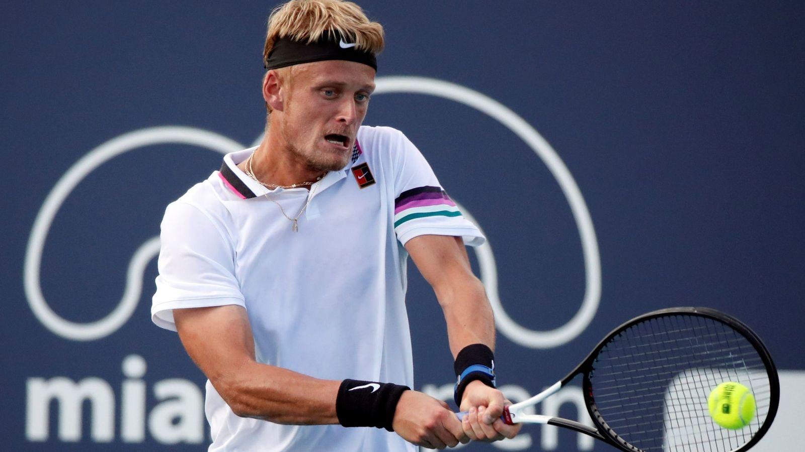 Foto: Nicola Kuhn disputa un punto en el Open de Miami. (EFE)