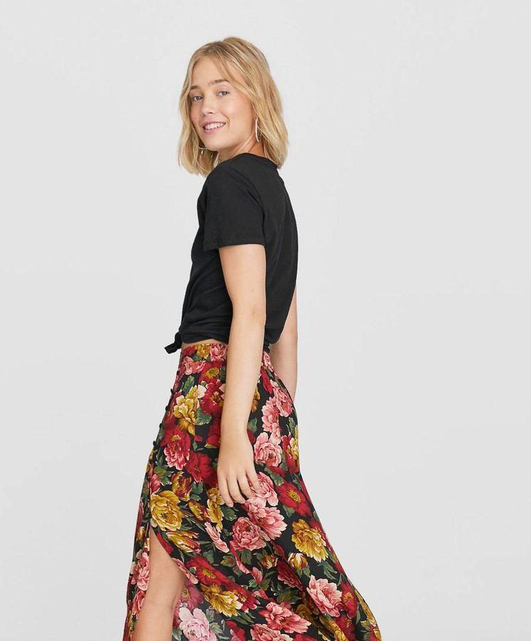 Foto: Ríndete a la evidencia, necesitas esta falda como básico estrella de tu armario. (Cortesía)