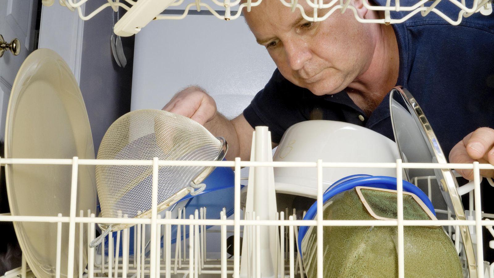 Los errores fatales que siempre cometes al poner el - Instalar un lavavajillas al fregadero ...
