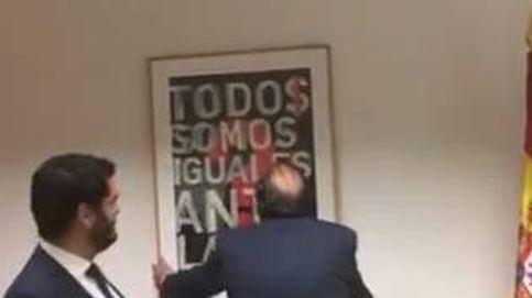 Vox cambia un cuadro sobre la igualdad ante la ley por una fotografía de Felipe VI