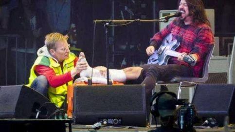 YouTube - El cantante de Foo Fighters se rompe una pierna en el escenario