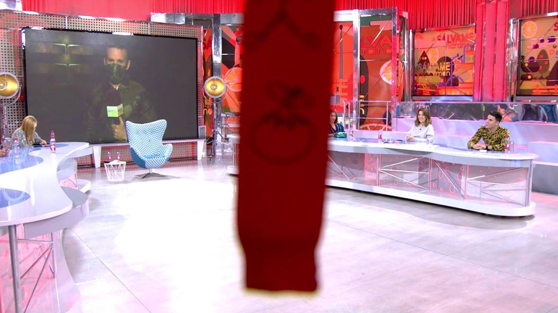 El troleo de 'Sálvame' a Chelo. (Telecinco)
