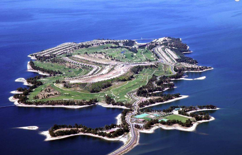 Marina Isla de Valdecañas, el paraíso extremeño de los vips, a punto de demolición