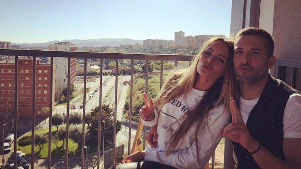 Jordi Alba se pone romántico con su chica, Romarey Ventura