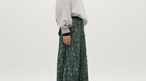 Deja los looks aburridos atrás con esta falda midi de Parfois de estampado de pitón ultraestiloso
