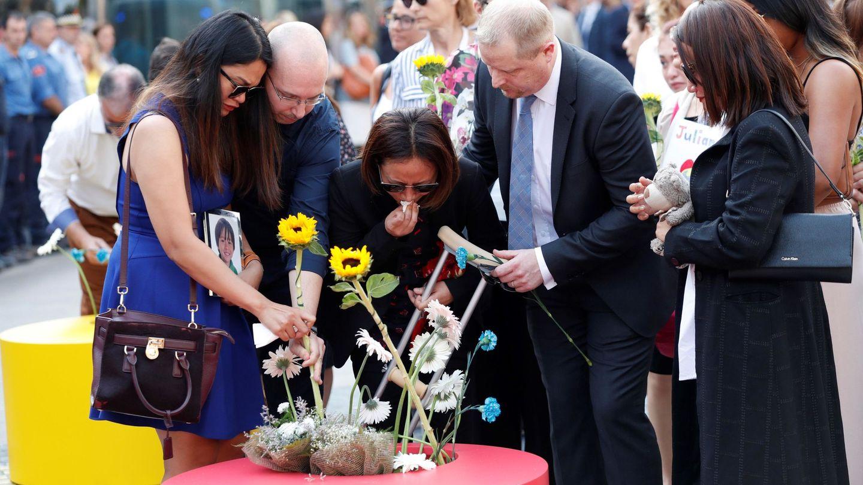 Familiares de las víctimas, en el homenaje en el primer aniversario del atentado. (EFE)