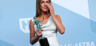 Post de El divertido truco de Aniston para no arrugar su vestido de Dior en los SAG Awards