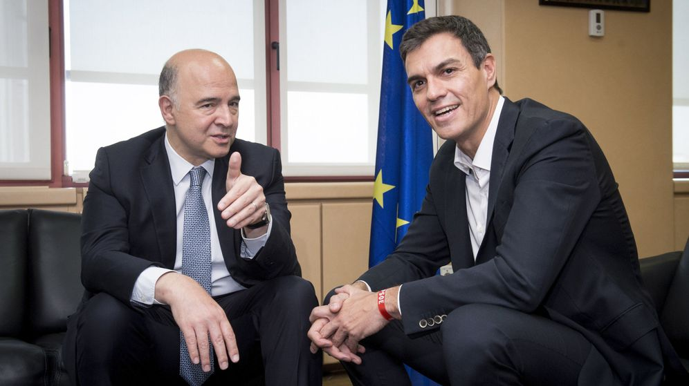 Foto: El secretario general del PSOE, Pedro Sánchez (d), durante el encuentro de trabajo con el comisario europeo de Asuntos Económicos y Financieros, Pierre Moscovici. (EFE)