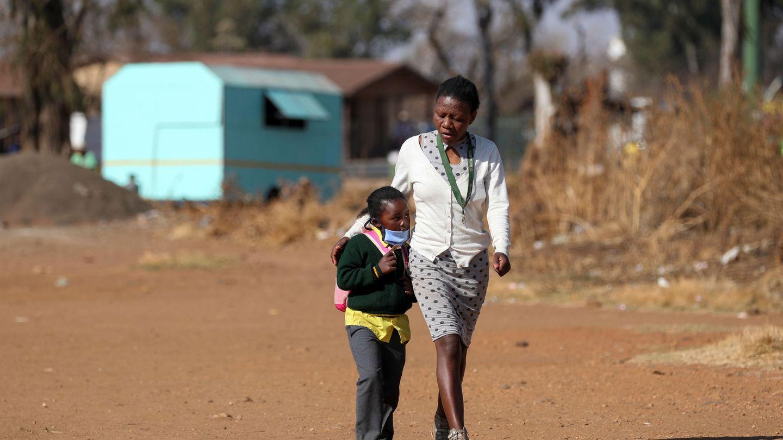 Muchos gobiernos instaron a quedarse en casa incluso con fiebre, lo que redujo los diagnósticos por tuberculosis. (Reuters)