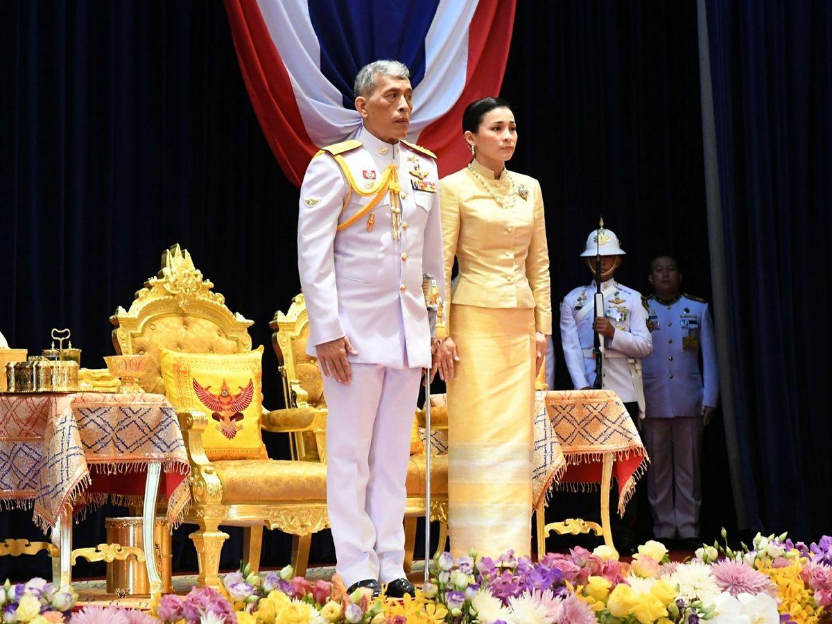 Foto: Rama X, con la reina Suthida. (EFE)
