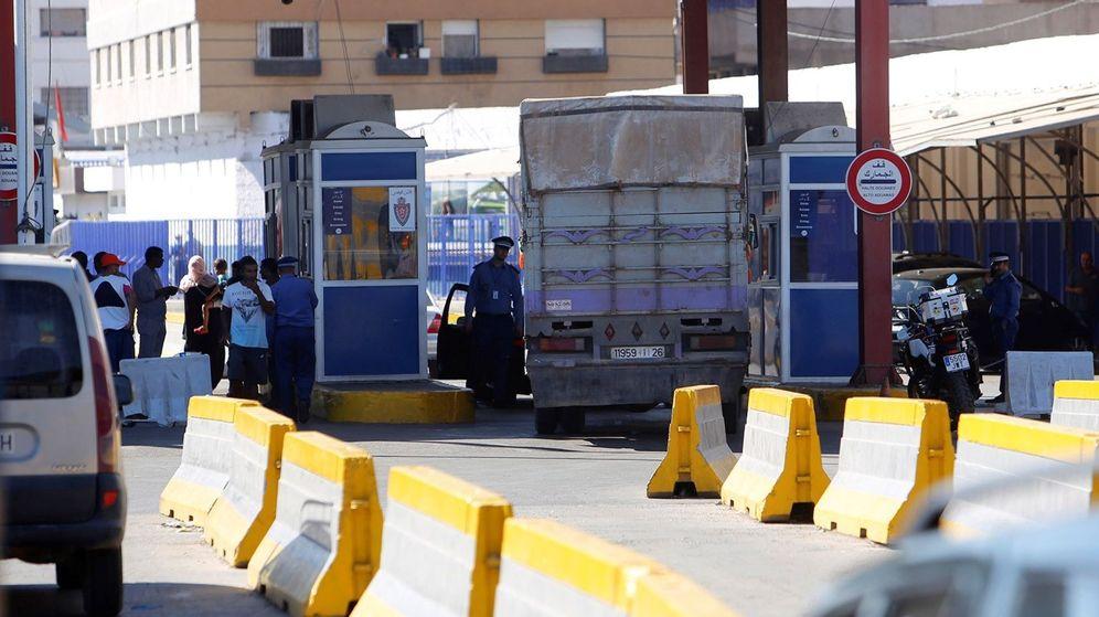 Foto: Camiones en la frontera de Beni-Enzar. (EFE)