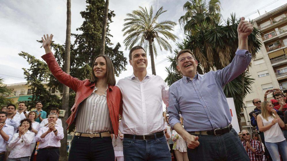 Foto: Diana Morant, nueva alcaldesa de Gandía, junto a Pedro Sánchez y Ximo Puig, en una foto de archivo. (EFE)