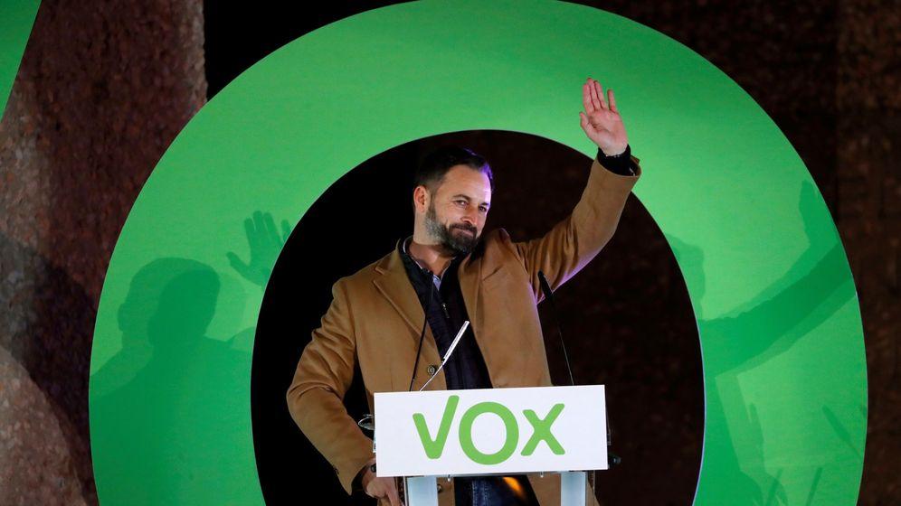 Foto: El líder de Vox, Santiago Abascal, en el cierre de campaña de la formación en Madrid. (EFE)