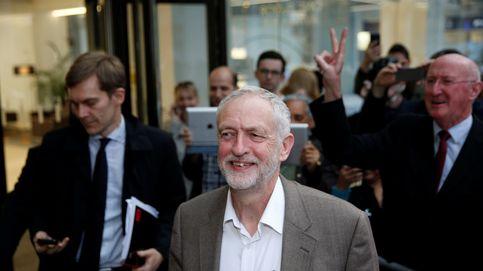 Nuevo reparto de cartas: Corbyn resiste el desafío y May prepara su gabinete