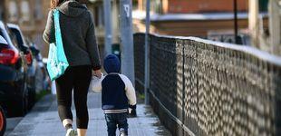 Post de Italia permite a los niños dar un paseo acompañados de un progenitor