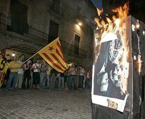 'Libertad exprés' para el joven independentista que quemó fotos del Rey