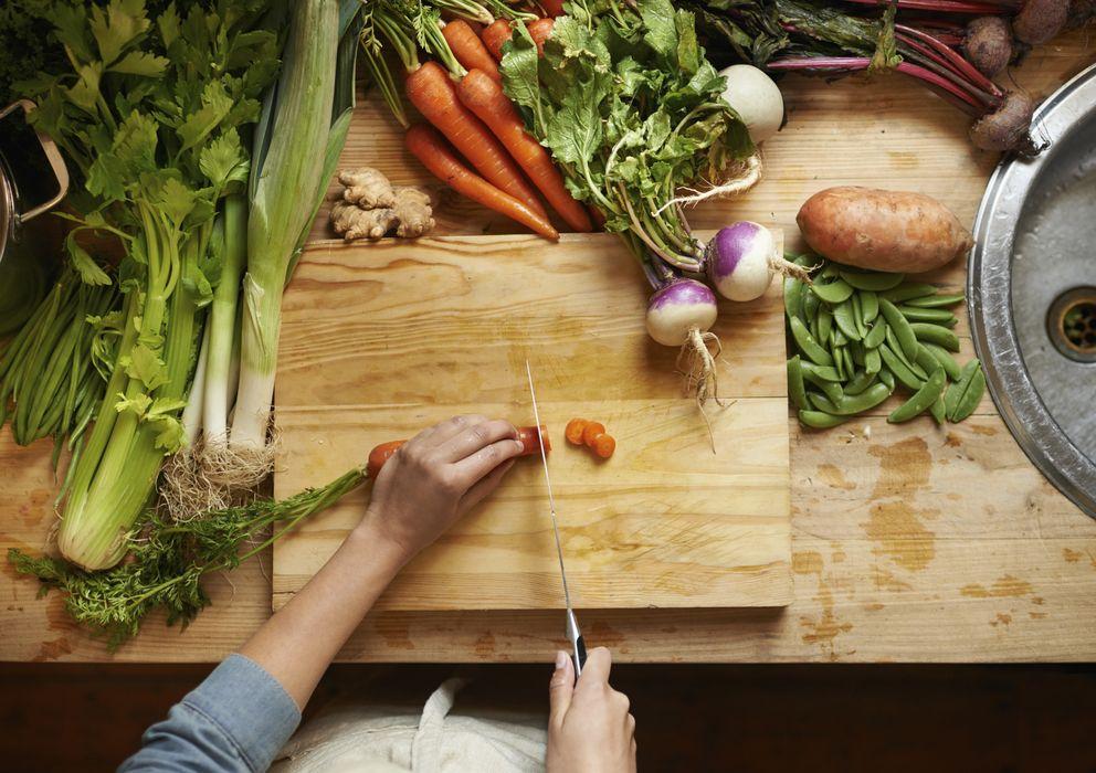 Foto: El simple hecho de cocinar hace que comamos mejor. (iStock)