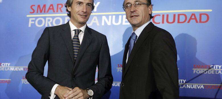 Foto: El presidente de la FEMP, Iñigo de la Serna (i), junto al portavoz parlamentario del PP, Alfonso Alonso. (EFE)