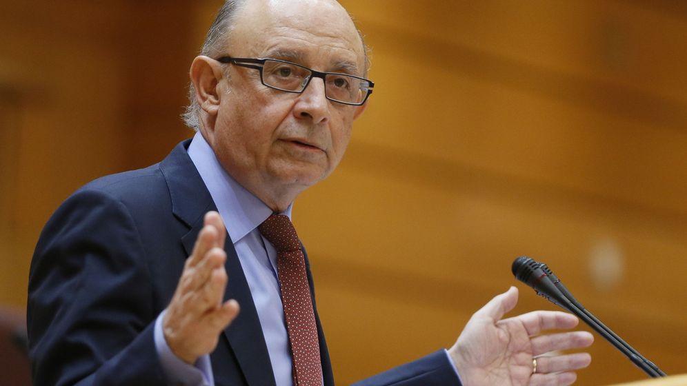 Foto: El ministro de Hacienda, Cristóbal Montoro, durante una intervención en el pleno del Senado. (Efe)
