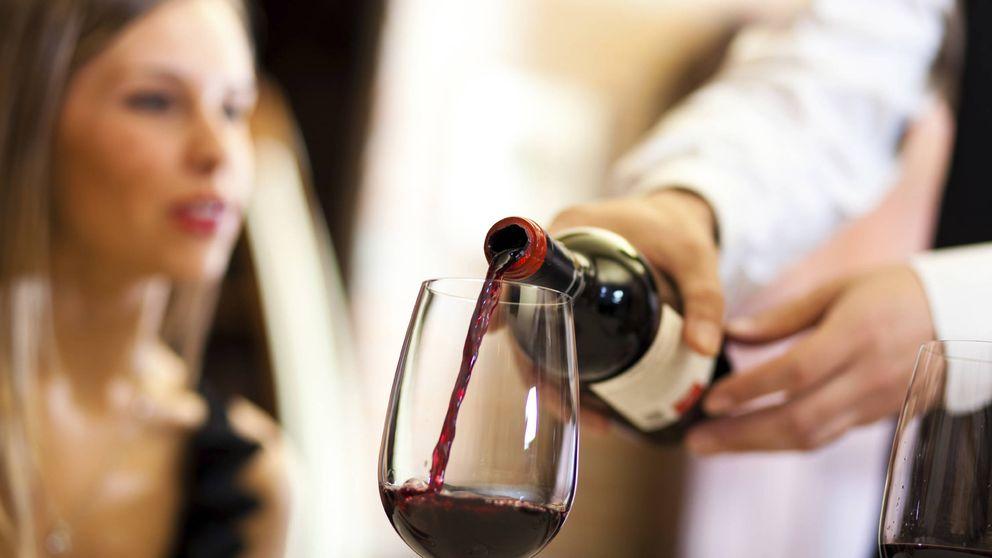 Los errores imperdonables que cometes al tomar vino y champán