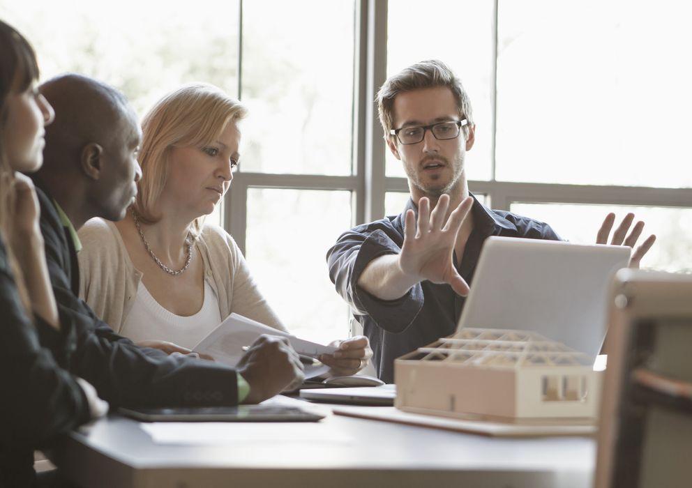Foto: La atención y la concentración en una única tarea o conversación es clave para aumentar la productividad. (Corbis)