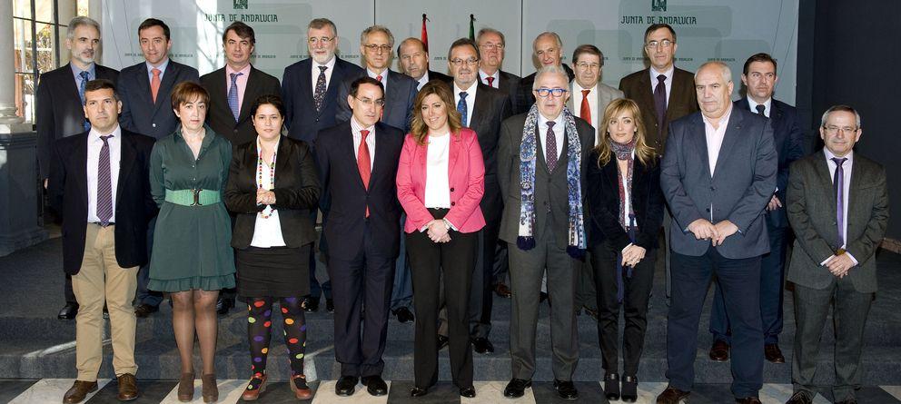Foto: En el centro de la imagen, Susana Díaz. Detrás de ella, Luciano González.