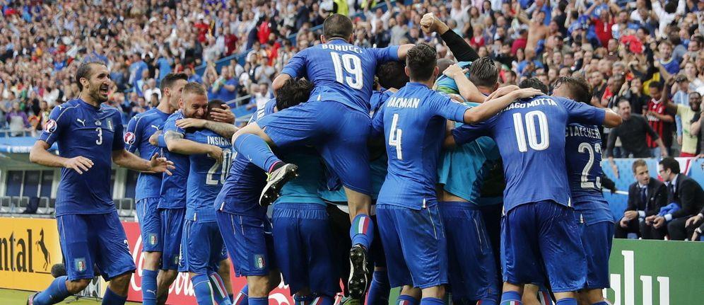 Foto: Jugadores de Italia celebran uno de los goles que dejó en la cuneta a España (EFE)