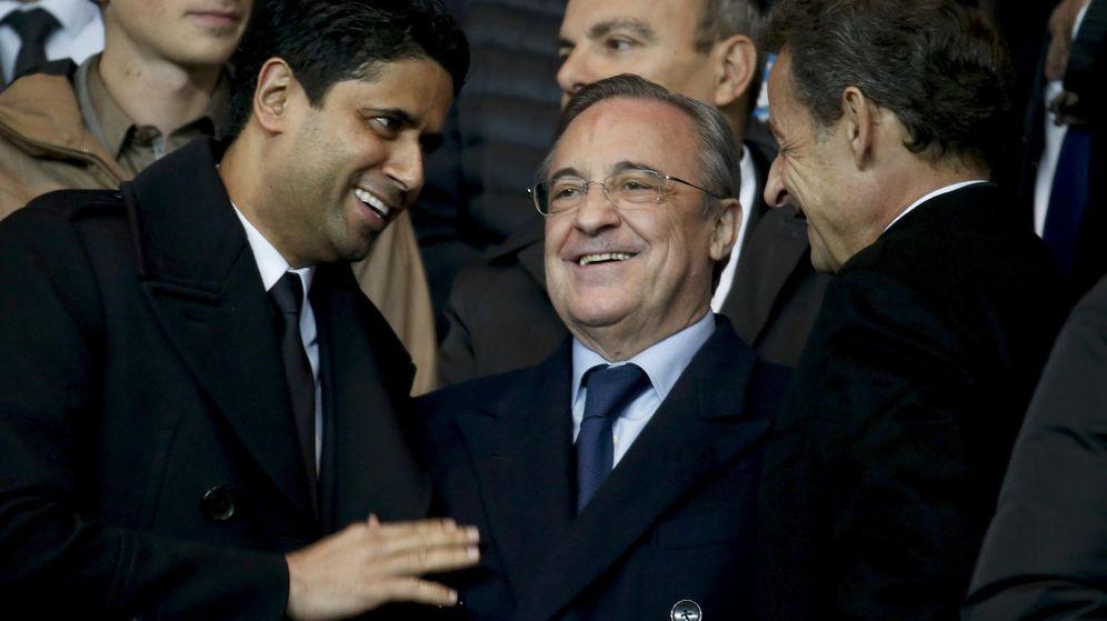 Foto: Florentino Pérez (c), junto a Nasser Al-Khelaifi (i) y Nicolas Sarkozy, en un PSG-Real Madrid jugado en 2015. (Reuters)