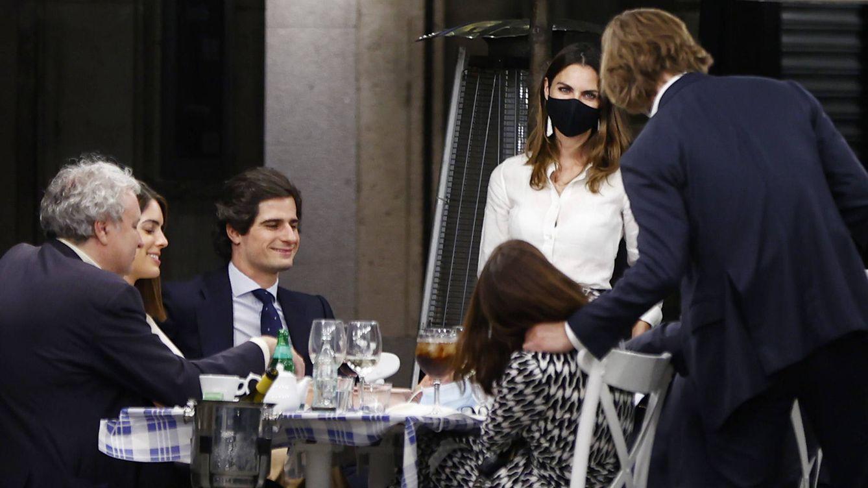Los duques de Huéscar, Tana Rivera y Amaia Salamanca se van de cena tras la ópera