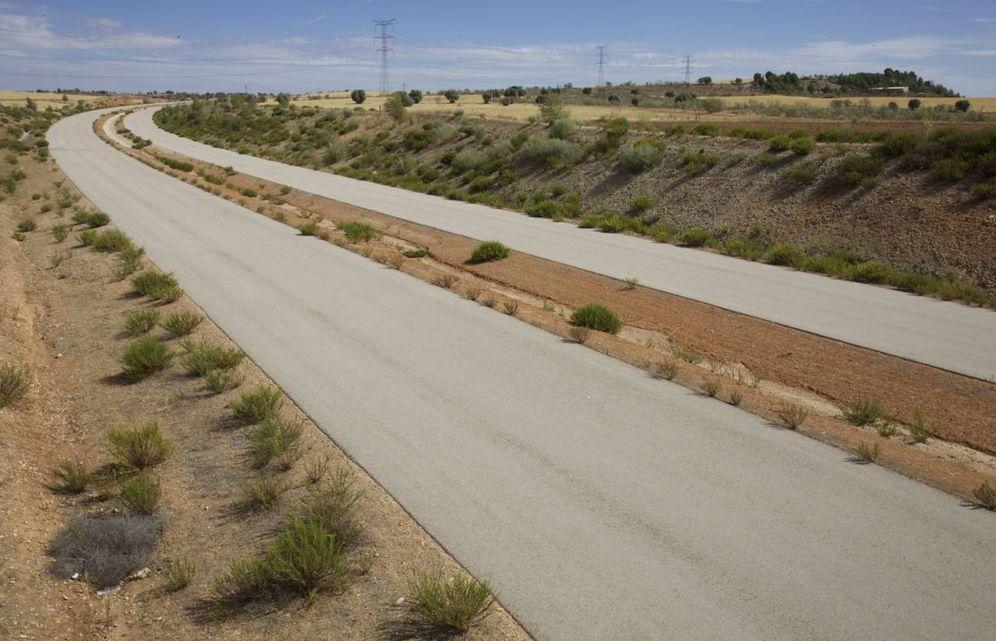 Foto: Un tramo de la MP-203, hoy abandonada. (Paul Dobrasczcyk)