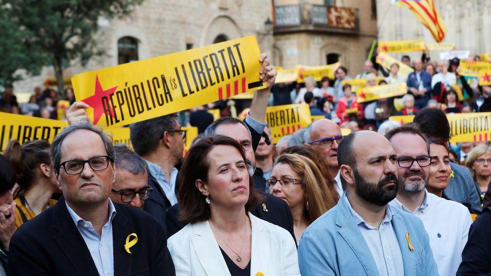 Foto: Elisenda Paluzie, junto a Quim Torra y Marcel Mauri (EFE)