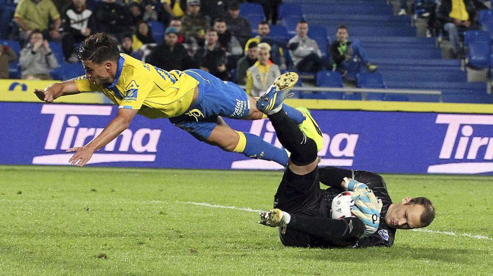 Foto: Queco Piña, en el partido que en 2016 enfrentó al Huesca contra Las Palmas. (EFE)