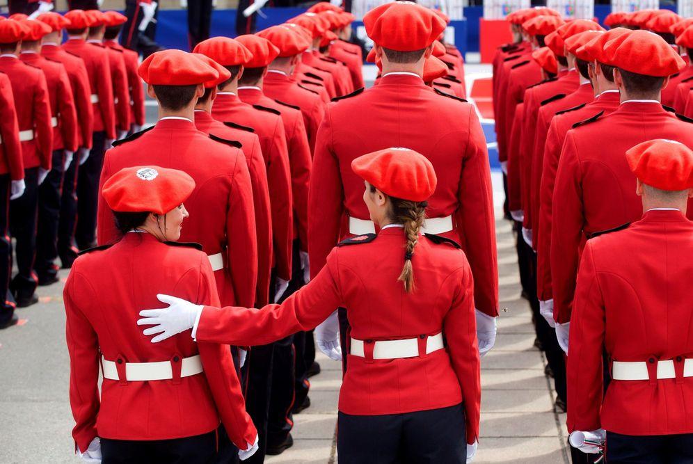 Foto: Agentes durante el acto de bienvenida a una promoción de la Ertzaintza. (EFE)